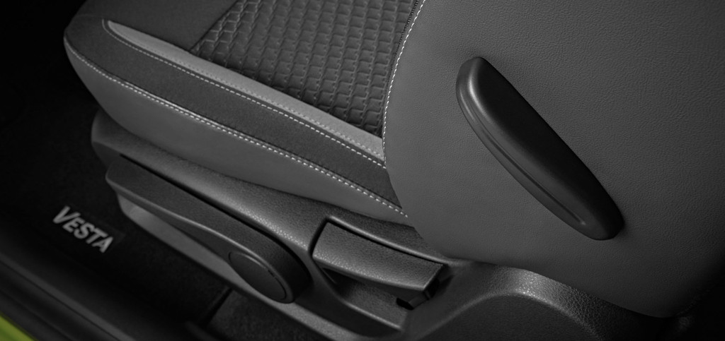 Сиденье водителя с регулировкой по высоте и поясничной поддержкой в автомобиле Лада Веста Комфорт 2019